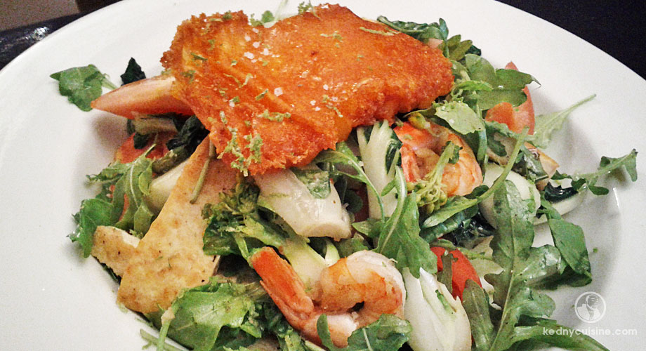 Salade tiède au Bok Choy, crevettes, tofu et cheddar croquant