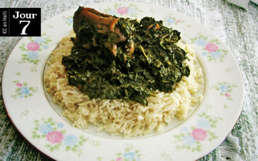 Lalo haïtien aux pattes de porc et pattes de crabe avec du riz blanc juste avant le départ!