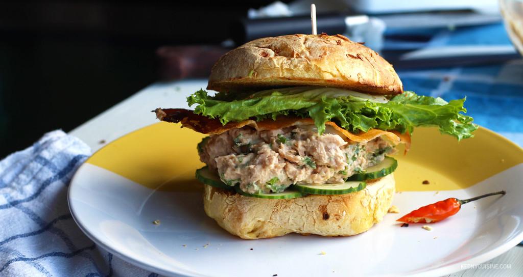 Sandwich au saumon piquant et fromage croustillant