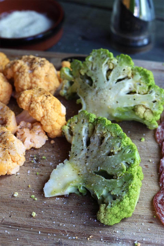 Choux-fleurs grillés et chips de salami 2