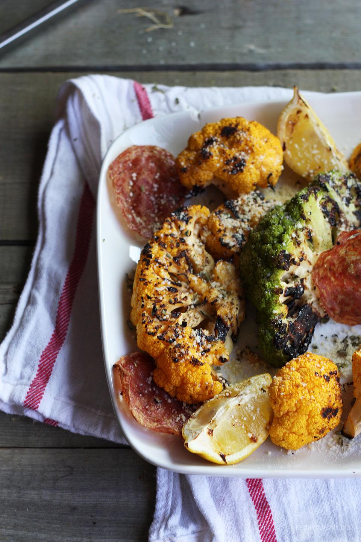 Choux-fleurs grillés et chips de salami 4