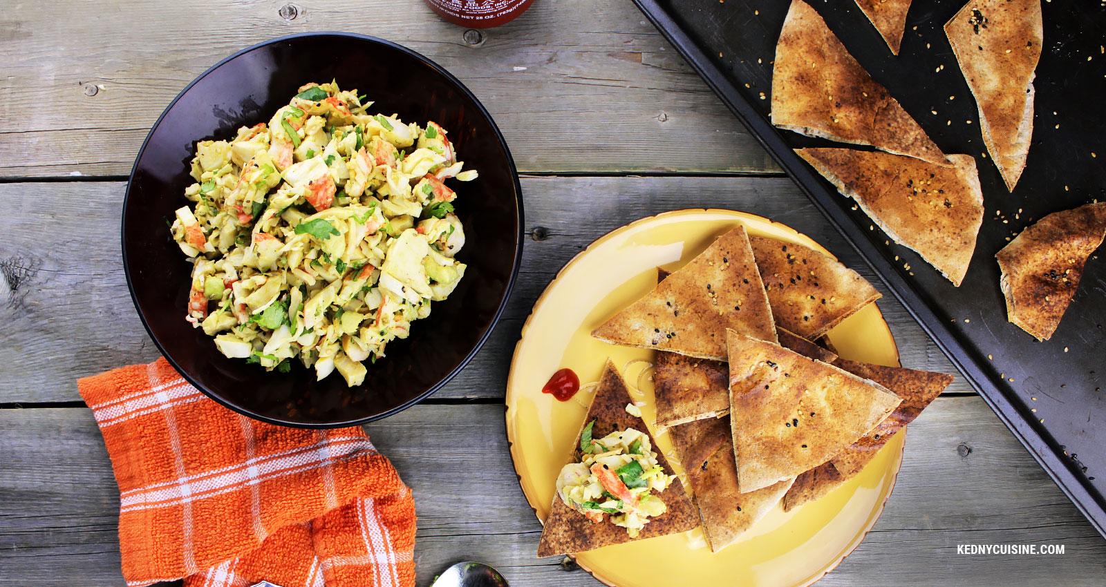 Salade de goberge épicée à saveur de crabe sur pain pita croustillant
