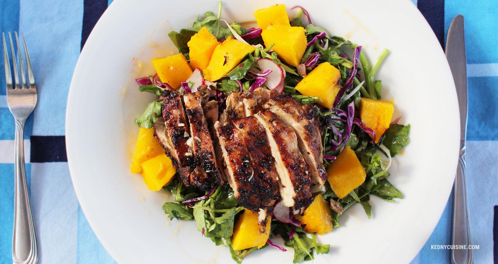 Salade de cresson, poulet et mangue grillés